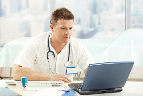 רופא עובד (אילוסטרציה)